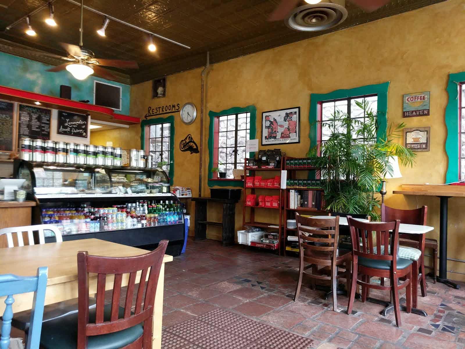 내가 다닌 일리노이대학교 어바나샴페인 캠퍼스 (UIUC)에 위치한 Caffe Paradiso. Intelligentsia 원두를 사용했다.